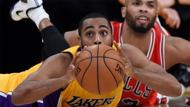 Wayne Ellington and his Lakers teammates went all out on Thursday, and it paid off with a double-OT win at home over the Bulls.