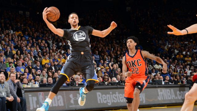 Stephen Curry, seen grabbing a rebound, scored 26 as the Warriors won their 41st straight home game.