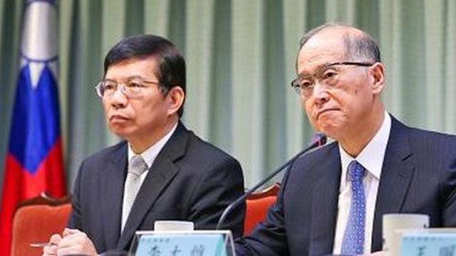 Minister of Foreign Affairs David Lee (at right) and Deputy Minister of Transportation and Communications Wang Kwo-tsai at the news conference in Taipei Friday, following the announcement that the ICAO had not invited Taiwan to the Montreal aviation summit starting Tuesday.