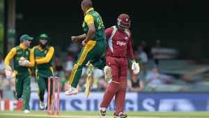 Vernon Philander had Chris Gayle caught behind cheaply which set the tone for the day. (Photo courtesy espncricinfo)