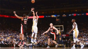 The Warriors' Stephen Curry shoots a 3-pointer against the Trail Blazers.