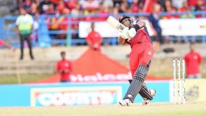 OVER THE TOP: Trinidad and Tobago Red Steel skipper Dwayne Bravo hits down the ground during the Hero Caribbean Premier League T20 match against the Jamaica Tallawahs at Queen's Park Oval, Port of Spain, yesterday. —Photo: ANISTO ALVES