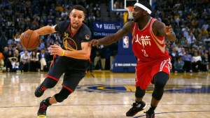 Stephen Curry of the Golden State Warriors (L) drives past Ty Lawson of the Houston Rockets at ORACLE Arena in Oakland, California on February 9, 2016